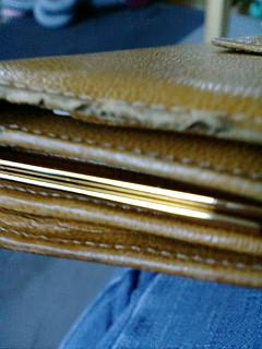 ぼろぼろ財布