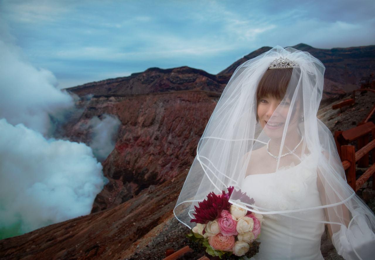 阿蘇の花嫁 ベール 噴火口写真