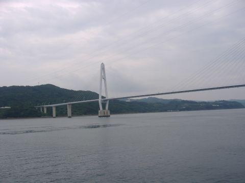 大島大橋(左)