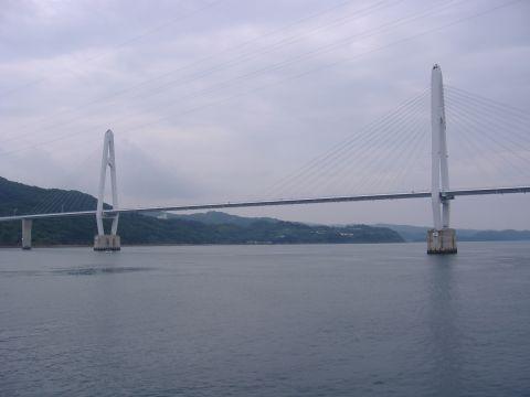 大島大橋(中央)