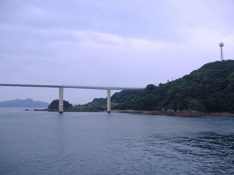 大島大橋(右)