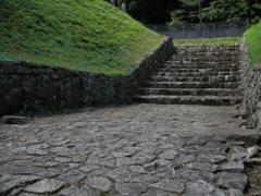 11櫓門の礎石