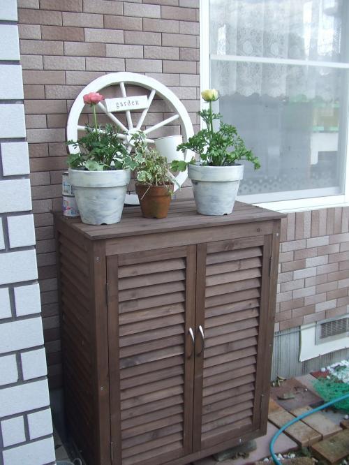庭の物入れ~灯油缶ジャストサイズ(^^)