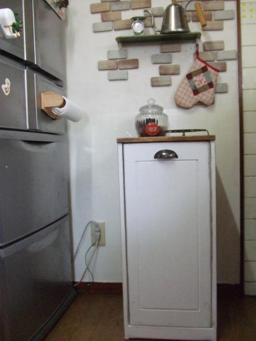 我が家の狭い台所~♪のゴミ箱新調です!!