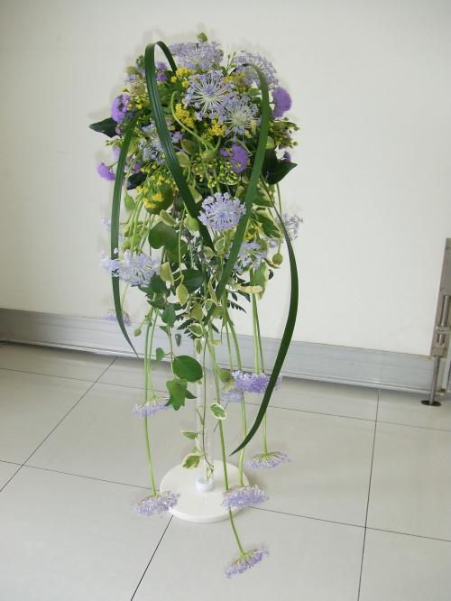 流れる花嫁のブーケ