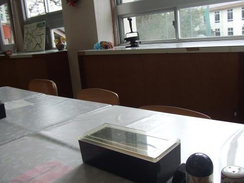 教室を使った食事どころ さわやか茶屋