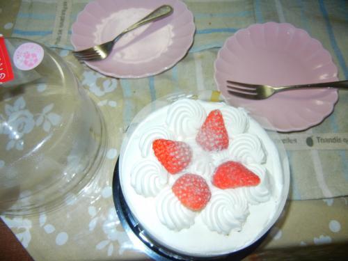 お雛さんケーキで買わされたケーキ