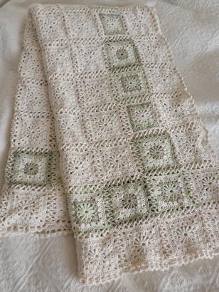 モチーフ編みのベッドカバー1