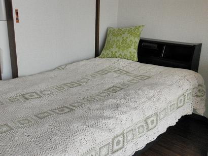 モチーフ編みのベッドカバー2