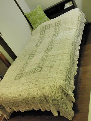 モチーフ編みのベッドカバー4