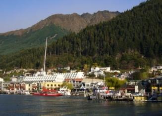 山と湖がキレイな素敵な町♪