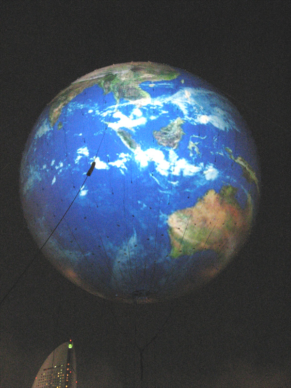 2009Y150_earth-baloon.jpg