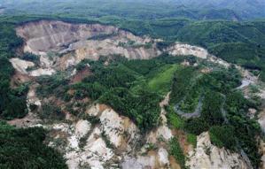 荒砥沢ダム地震崩落