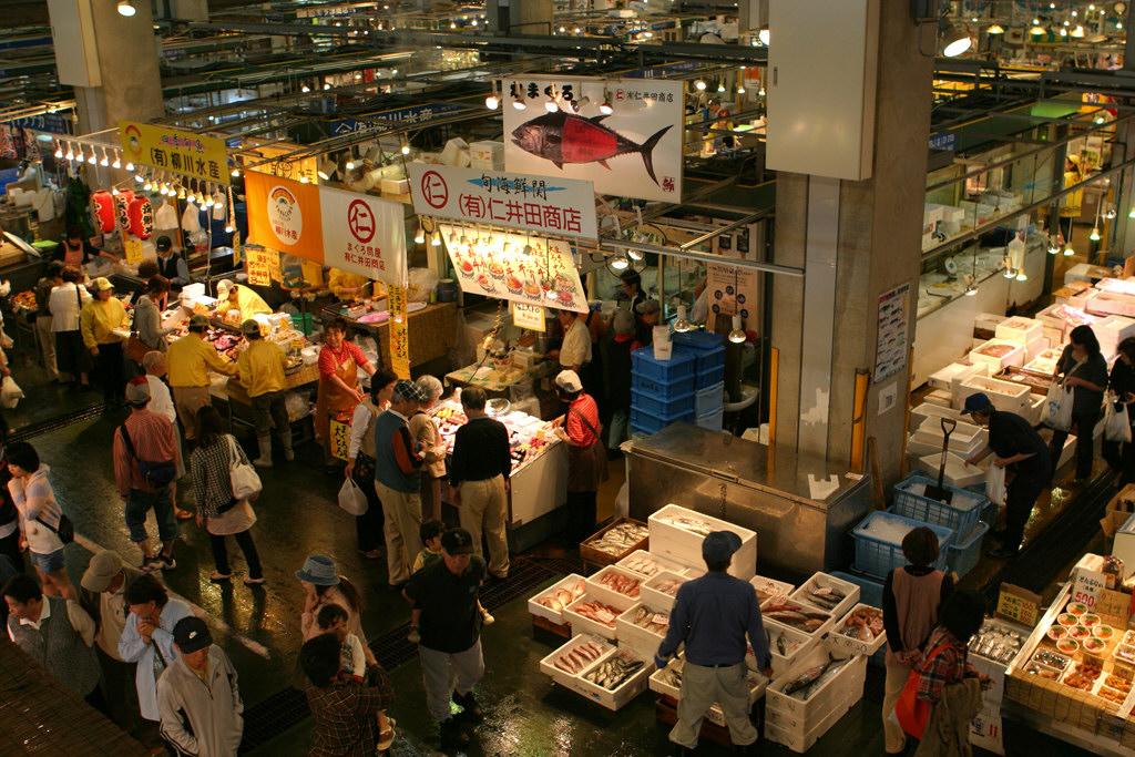 唐戸市場の店の様子