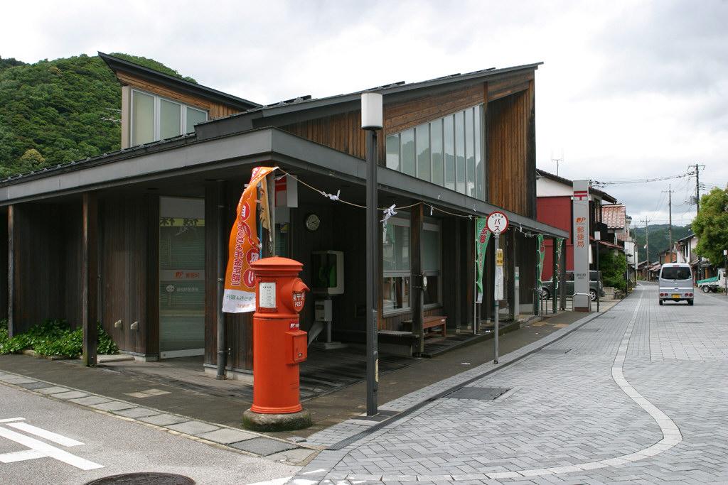 津和野郵便局前の丸ポスト