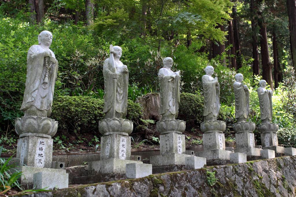 西福寺に並ぶ地蔵様
