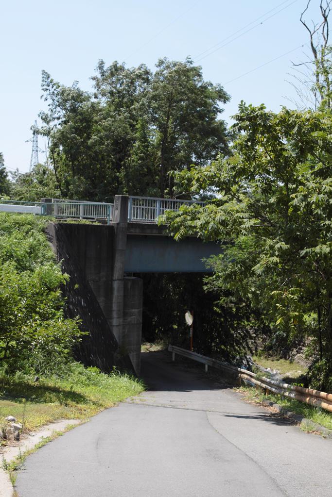 日向沢川に架かる橋