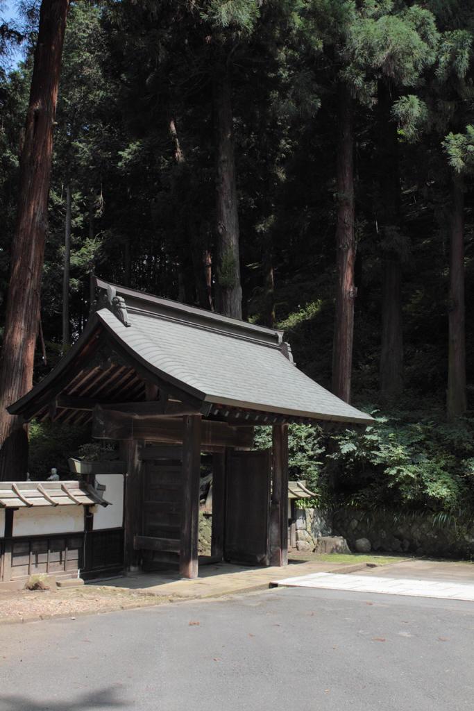 西福寺の門 境内側