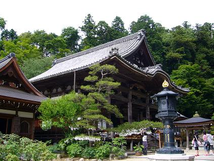 岡寺本堂。