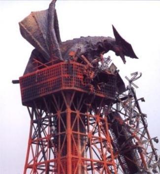 破壊された東京タワーとギャオス
