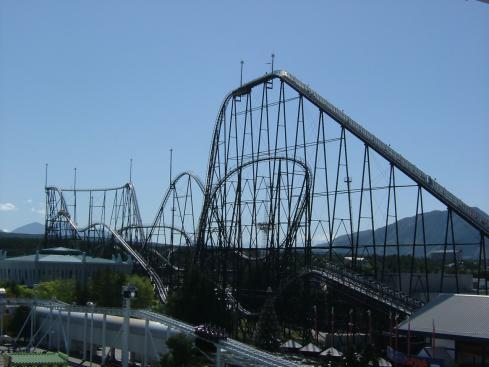 Fujiyama_rollercoaster_2005-05.jpg