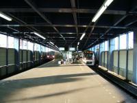 Keisei-aoto-platform-2nd-floor.jpg
