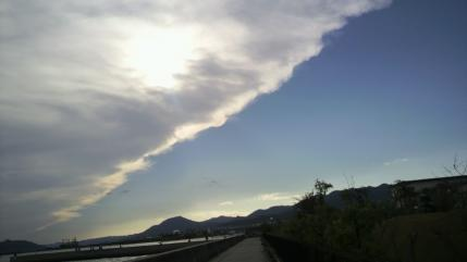 白と青の空