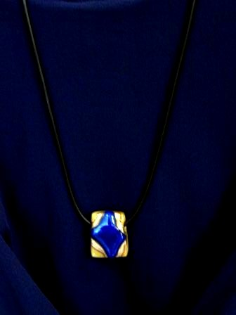 青いクロスペンダント2