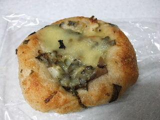 200507PAINDUCEねぎとチーズとじゃがのパン