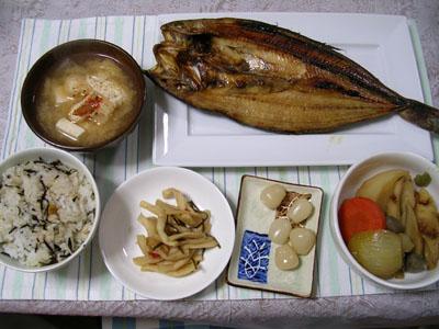 090222ホッケ、おでん風煮物、大根漬物、らっきょ、油揚げの味噌汁、ひじきご飯 002