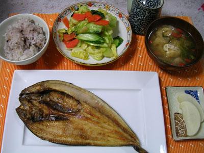 090328ホッケ、野菜炒め、大根の漬物、雑穀ご飯、油揚げとセリの味噌汁