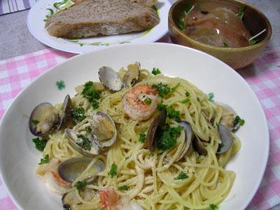 090526エビとアサリのパスタ、生ハムと水菜のサラダ 001