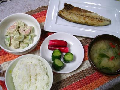 090527焼きサバ、エビとアボカドのマヨ和え、ラディッシュときゅうりの漬物、ご飯、タマネギの味噌汁 001