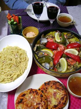 090609パエリア、カルボナーラ、ピザ、野菜スティック(明太子マヨディップ)、オニオンスープ