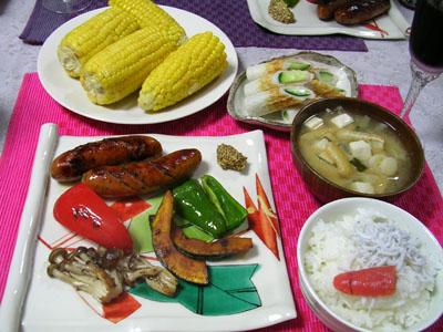 090610焼き野菜、茹でとうもろこし、油揚げと豆腐の味噌汁、ご飯