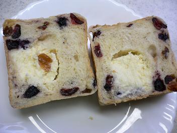 ベリー&レーズンキューブ食パン@たもりん (2)