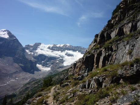 崖際のトレイル