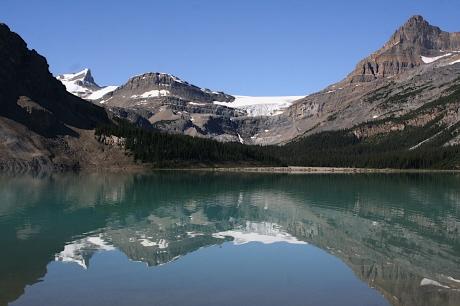 晴れた日のボウレイクとボウ氷河 08年7月17日撮影