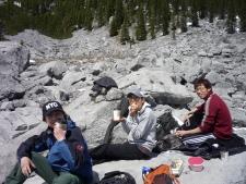 カスケード山のサークの岩場でご飯