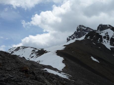 ローレンスグラッシー山のもう一つのピーク、マイナーズピークへ向かう稜線