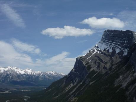 トンネル山から望むランドル山