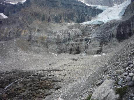 スタンレー氷河の真下