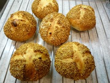 チーズとゴマのパン