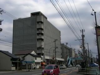 文化会館です。もう大分古いですね。宇野重吉さんが設計とか。