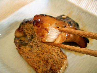 メロカマ照焼(箸)a