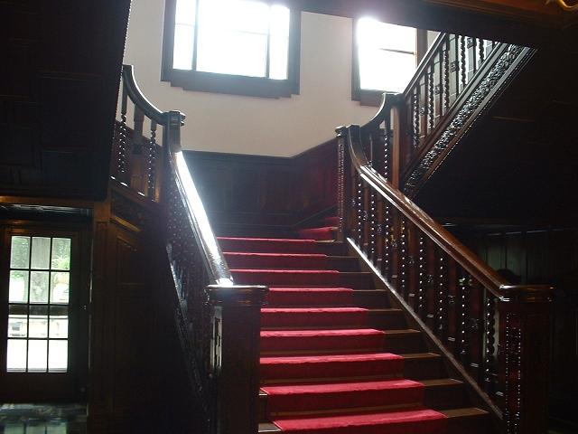 一号館階段