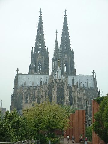 ライン川からの大聖堂