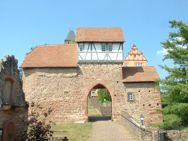 古城ホテル内門