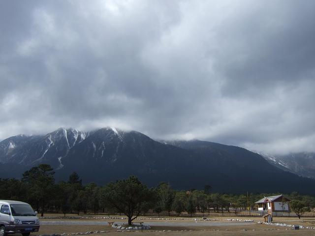 玉龍雪山暗雲