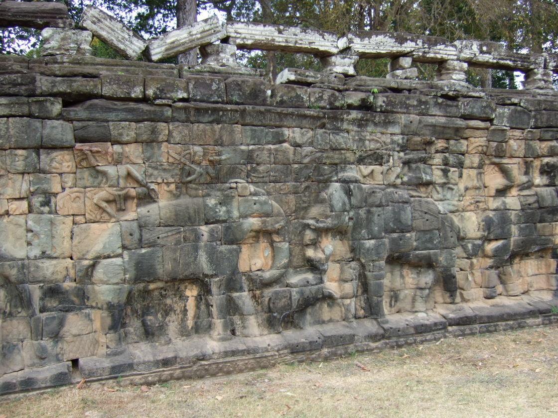 AT象の彫刻